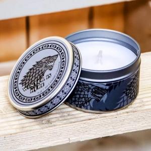 Svíčka s vůni borovice #GameofThrones je perfektním dárkem pro fanoušky třeba k narozeninám. Dodáváme ji v plechové krabičce a objednat si ji můžete na našem e-shopu Bonstella.cz 🎈  #merch #svicka #hraotruny #serial #tipnadarek #candles #doplnky